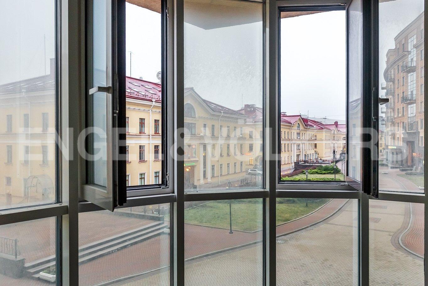 Элитные квартиры в Центральном районе. Санкт-Петербург, ул. Парадная, д. 3, к. 2. Вид из окон