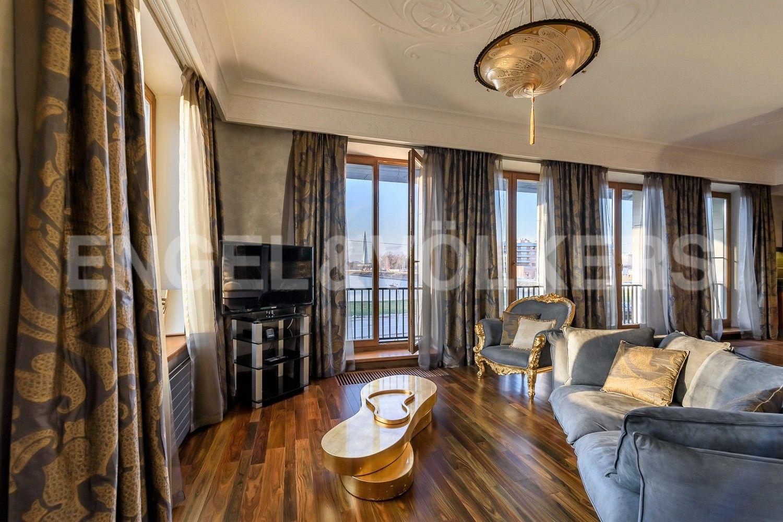 Элитные квартиры на . Санкт-Петербург, наб. Мартынова, 74Б. Вид из гостиной