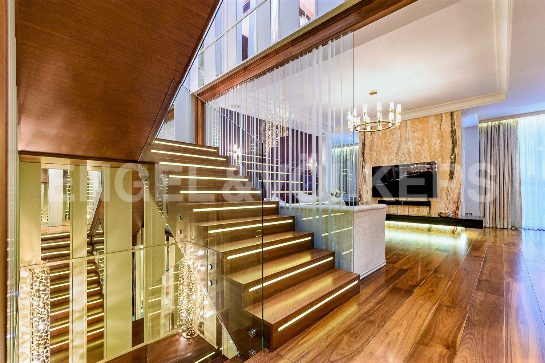 Функциональная лестница- доминанта безупречного стиля интерьера