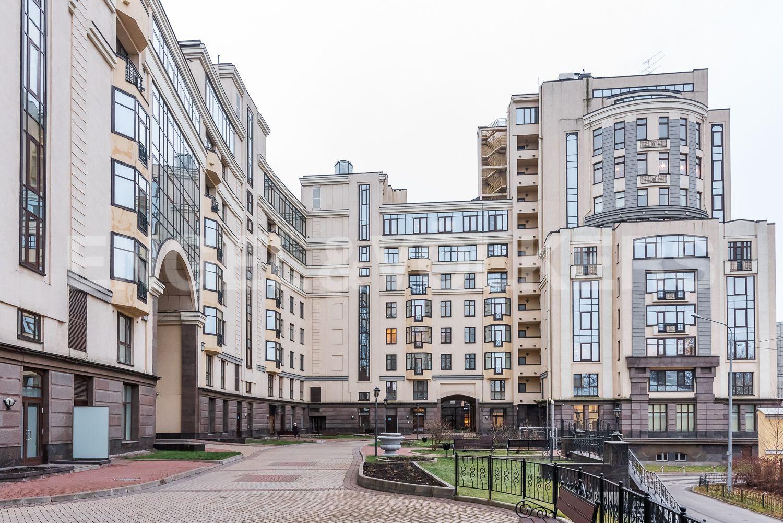 Элитные квартиры в Центральном районе. Санкт-Петербург, ул. Парадная, д. 3, к. 2. Внутренний закрытый двор