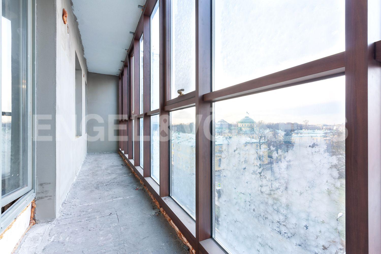 Элитные квартиры в Центральном районе. Санкт-Петербург, ул. Шпалерная, д. 60. Балкон при гостиной, кухне и одной из спален