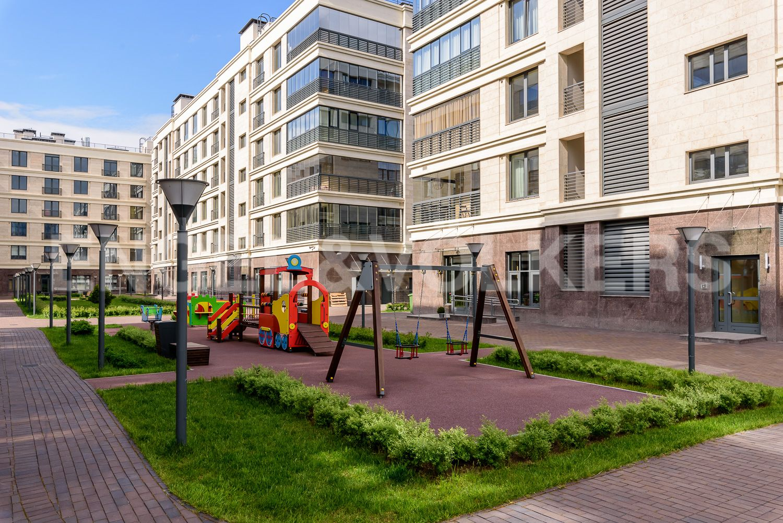 Элитные квартиры на . Санкт-Петербург, ул.Спортивная, д.2, строение 1. Детская площадка