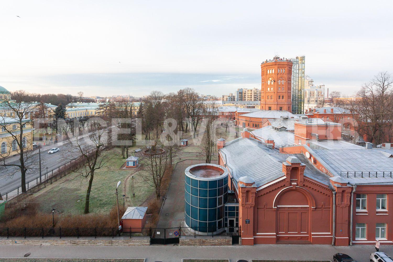 Элитные квартиры в Центральном районе. Санкт-Петербург, ул. Шпалерная, д. 60. Вид из окон на территорию музея Вселенная воды