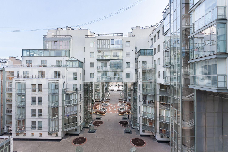 Элитные квартиры в Центральном районе. Санкт-Петербург, ул. Шпалерная, д. 60. Вид из окон на внутреннюю территорию дома