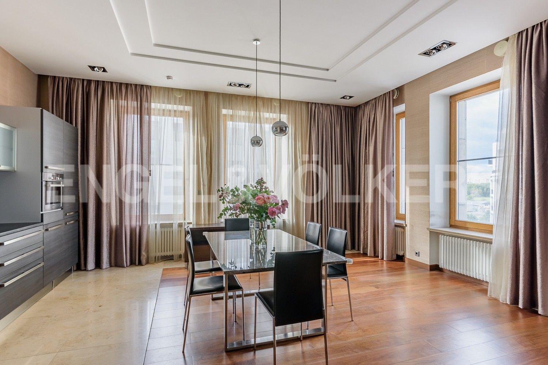 Элитные квартиры на . Санкт-Петербург, наб. Мартынова, 74. Зона столовой