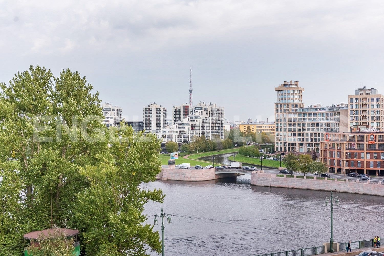 Месторасположение на месте слияния рек М.Невки и Карповки