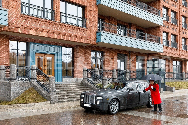 Элитные квартиры на . Санкт-Петербург, наб. Гребного канала, д. 1. Парадный вход Корпус 1
