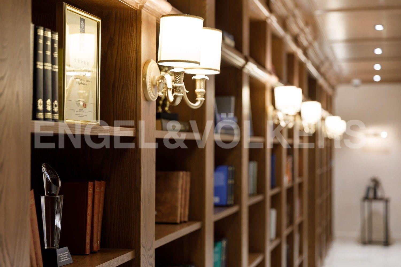 Элитные квартиры на . Санкт-Петербург, наб. Гребного канала, д. 1. Библиотека в Лобби