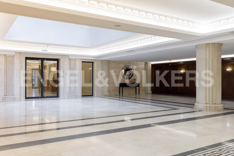 Элитные квартиры на . Санкт-Петербург, наб. Гребного канала, д. 1. Центральный холл