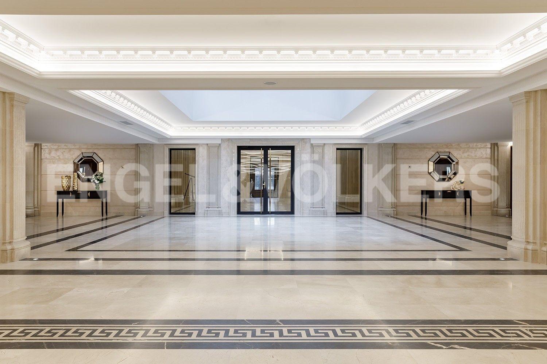 Элитные квартиры на . Санкт-Петербург, наб. Гребного канала, д. 1. Центральный холл атриум