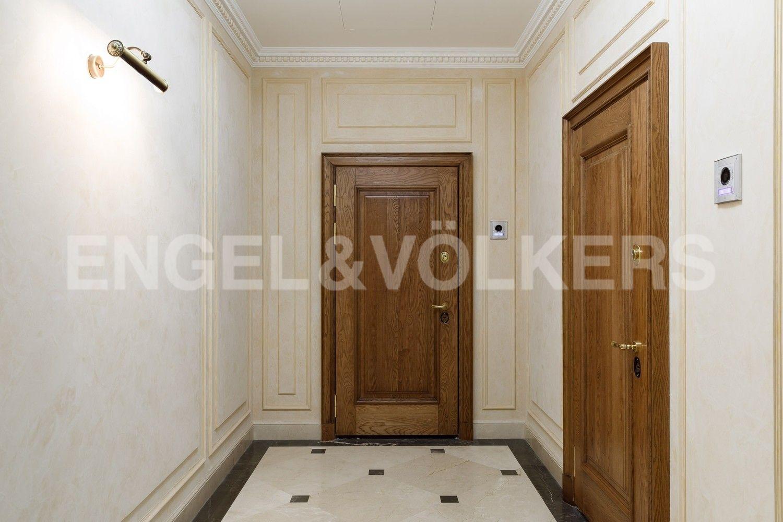 Элитные квартиры на . Санкт-Петербург, наб. Гребного канала, д. 1. Холл на этаже