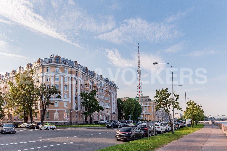 Элитные квартиры в Петроградском районе. Санкт-Петербург, Аптекарская наб., 6. Дом расположен напротив Ботанического сада