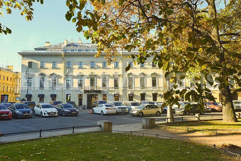 Элитные квартиры в Центральном районе. Санкт-Петербург, Итальянская ул, д.4. Фасад дома со стороны площади Искусств