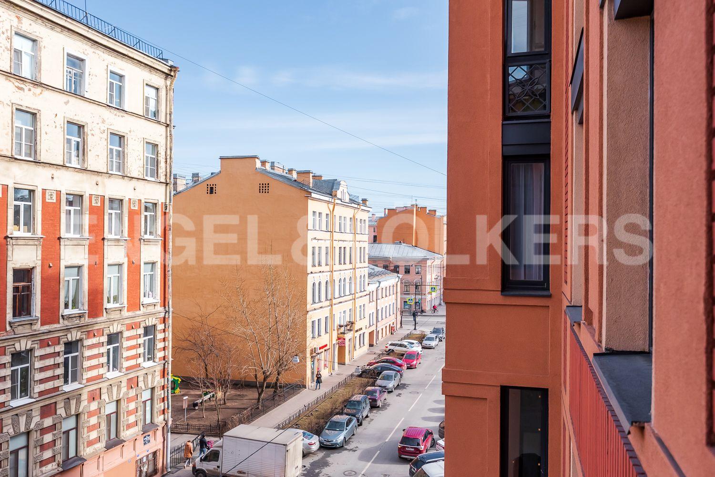 Элитные квартиры в Центральном районе. Санкт-Петербург, 2-я Советская, 4Б. Вид из окна
