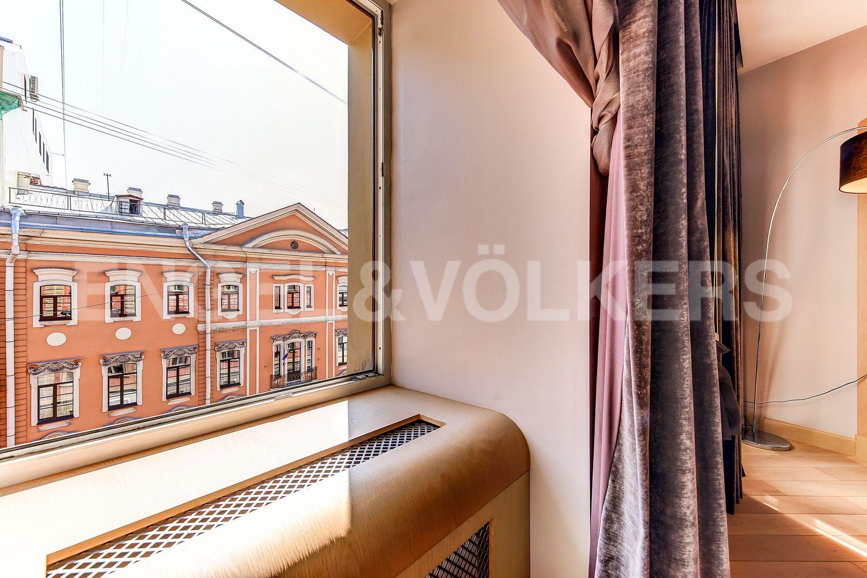 Элитные квартиры в Центральном районе. Санкт-Петербург, Миллионная, 19. Вид из окна гостиной