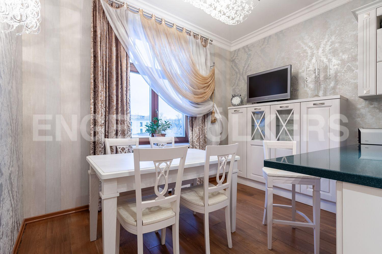 Элитные квартиры в Центральном районе. Санкт-Петербург, ул. 9-я Советская, дом 5, литера А. Зона столовой на кухне