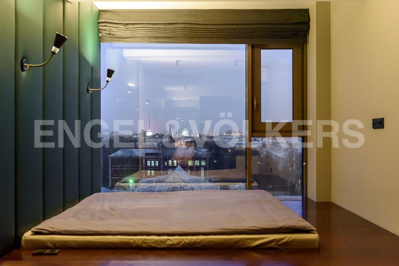 Элитные квартиры в Центральном районе. Санкт-Петербург, Большой Сампсониевский пр. 4-6, лит. А. Спальня с панорамными окнами