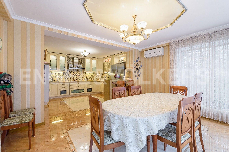 Столовая и кухонная зона