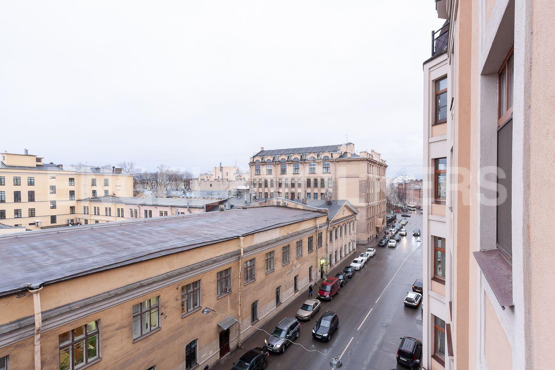 Вид из окон на улицу 9-я Советская в сторону Суворовского проспекта