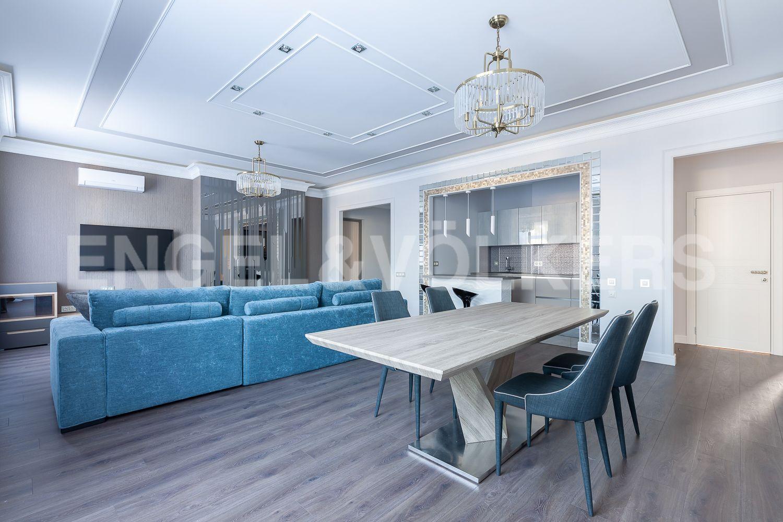 Элитные квартиры в Центральном районе. Санкт-Петербург, Кирочная, 31 к.2. Интерьер гостиной