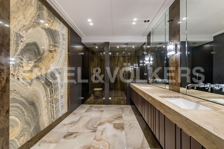 Элитные квартиры в Центральном районе. Санкт-Петербург, Кирочная, 31 к.2, лит. А. Ванная комната при основной спальне