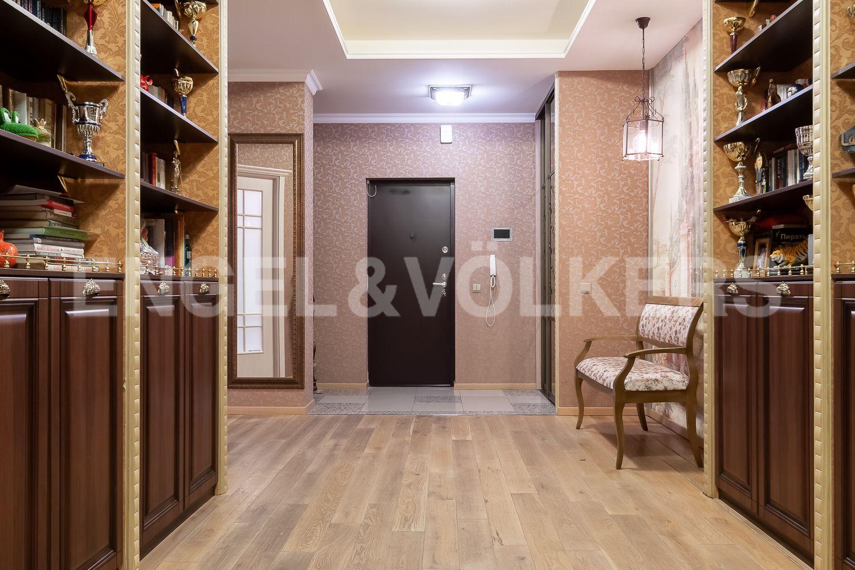 Элитные квартиры в Центральном районе. Санкт-Петербург, ул. 9-я Советская, дом 5, литера А. Холл-прихожая