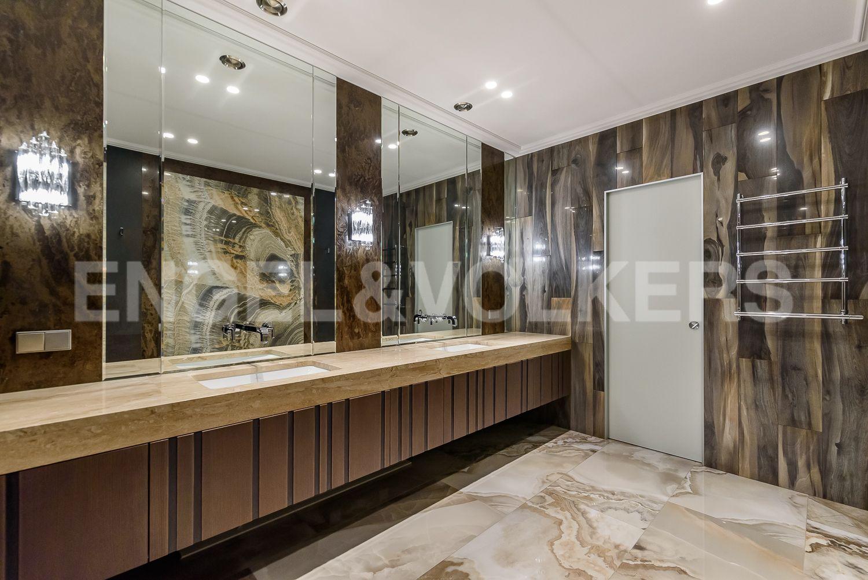 Элитные квартиры в Центральном районе. Санкт-Петербург, Кирочная, 31 к.2, лит. А. Интерьер ванной комнаты при основной спальне