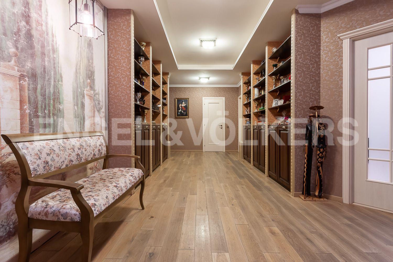 Элитные квартиры в Центральном районе. Санкт-Петербург, ул. 9-я Советская, дом 5, литера А. Просторный холл-прихожая