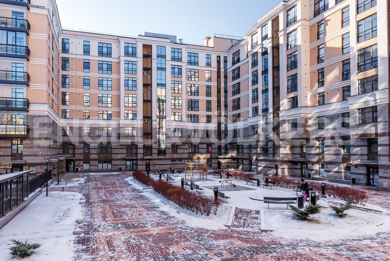 Элитные квартиры в Центральном районе. Санкт-Петербург, Кирочная, 31 к.2, лит. А. Вид из окна спальни на внутреннюю территорию дома