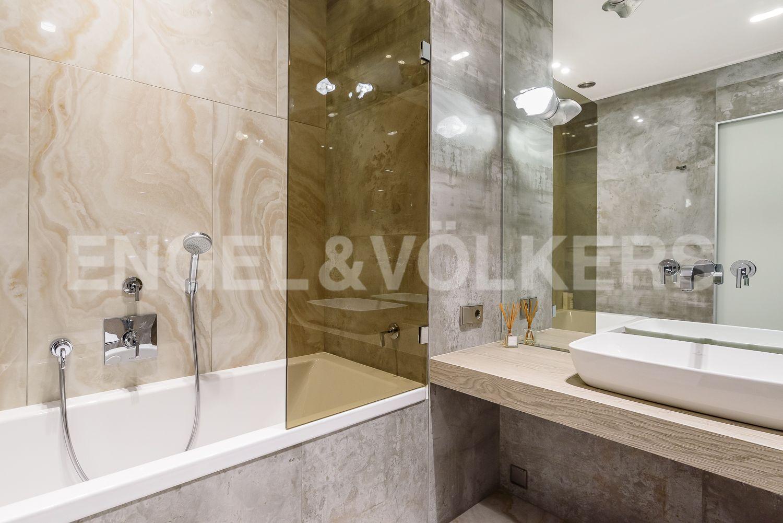 Элитные квартиры в Центральном районе. Санкт-Петербург, Кирочная, 31 к.2, лит. А. Ванная комната при второй спальне