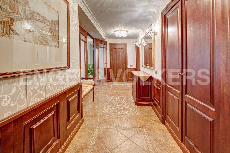 Элитные квартиры в Центральном районе. Санкт-Петербург, Итальянская ул, д.4. Прихожий холл с гардеробом
