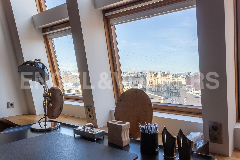 Элитные квартиры в Центральном районе. Санкт-Петербург, Невский пр, 123. 31_Вид из окон кабинета, третьей комнаты