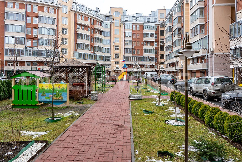 Элитные квартиры в Петроградском районе. Санкт-Петербург, Аптекарская наб., 6. 36_Пешеходная аллея внутри двора