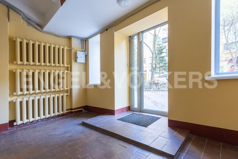 Элитные квартиры в Центральном районе. Санкт-Петербург, Невский пр, 123. 37_Вход в парадную