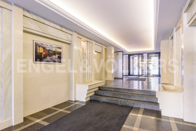 Элитные квартиры в Центральном районе. Санкт-Петербург, Кирочная, 31 к.2, лит. А. Входная группа