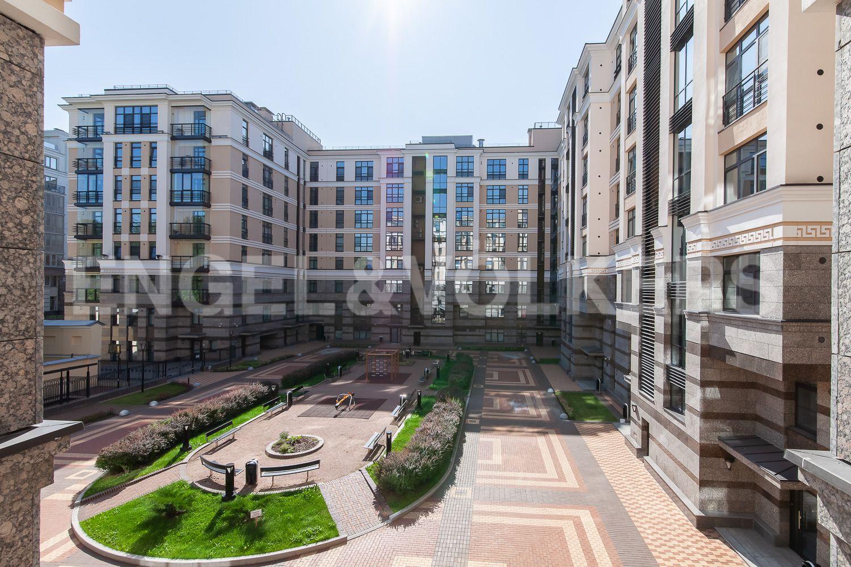 Элитные квартиры в Центральном районе. Санкт-Петербург, Кирочная, 31 к.2. Вид из окон спален на внутреннюю территорию комнату
