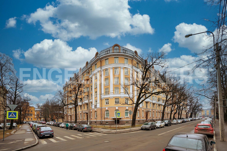 Элитные квартиры в Петроградском районе. Санкт-Петербург, Аптекарская наб., 6. 39_Фасад здания