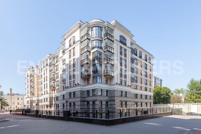 Элитные квартиры в Центральном районе. Санкт-Петербург, Кирочная, 31 к.2, лит. А. Дом с собственной закрытой территорией