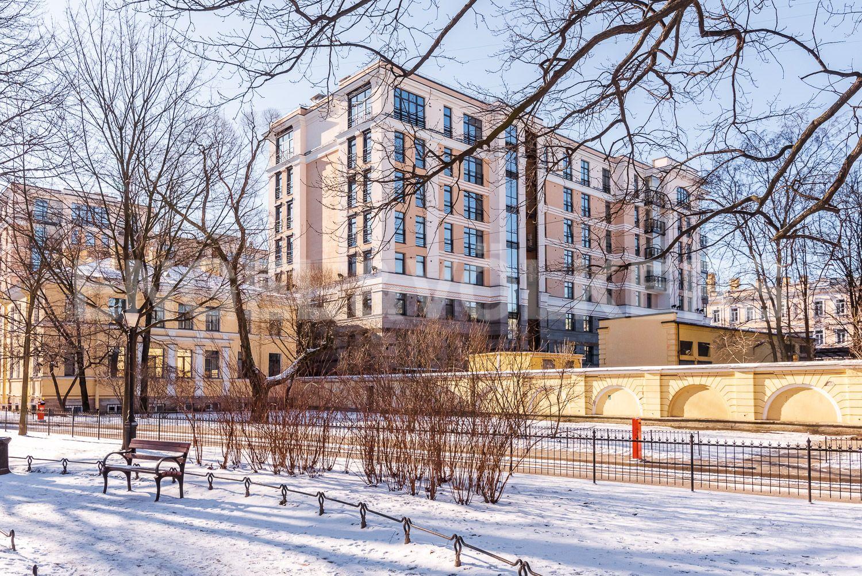 Элитные квартиры в Центральном районе. Санкт-Петербург, Кирочная, 31 к.2, лит. А. Фасад дома со стороны Сада Салтыкова-Щедрина в зимнее время