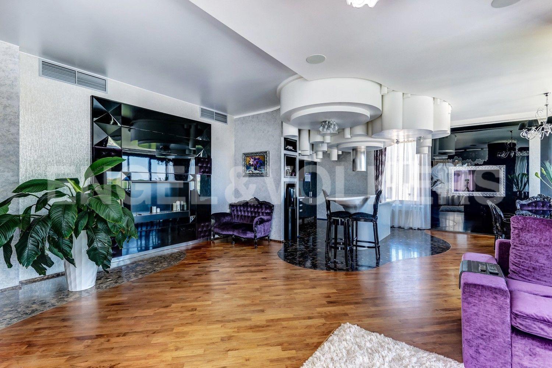 Элитные квартиры на . Санкт-Петербург, наб. Мартынова, 62. Пространство для отдыха с камином