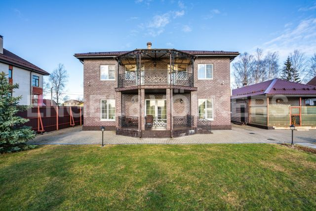 Петергоф – загородный дом в окружении парковых ансамблей