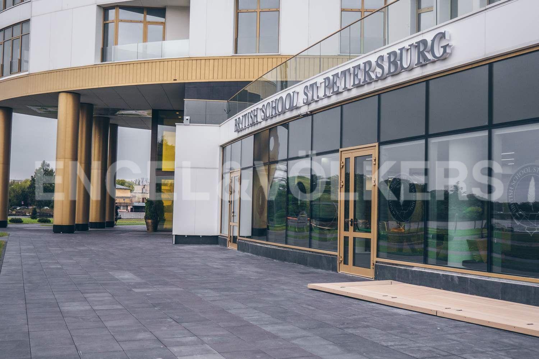 Элитные квартиры в Петроградском районе. Санкт-Петербург, Ждановская ул., 45. Международный образовательный центр - British school