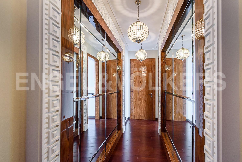 Элитные квартиры на . Санкт-Петербург, Морской пр., 15. 20_Холл, ведущий в мастер-спальню