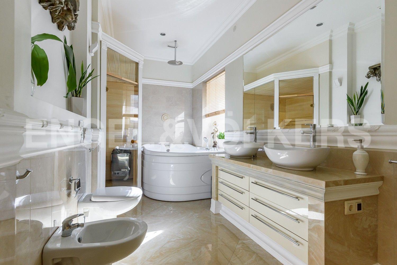 Элитные квартиры на . Санкт-Петербург, Мартынова наб.,6. Ванная комната с окном