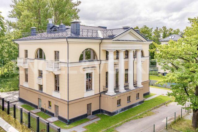 Наб. реки Крестовки, 3А – свой собственный дом на Каменном острове