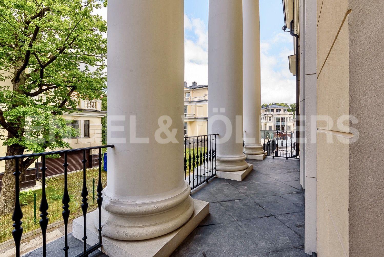 Элитные квартиры на . Санкт-Петербург, набережная реки Крестовки, 3Ас1. Терраса на главном фасаде