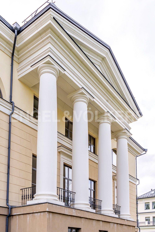 Элитные квартиры на . Санкт-Петербург, набережная реки Крестовки, 3Ас1. Коллонада главного фасада