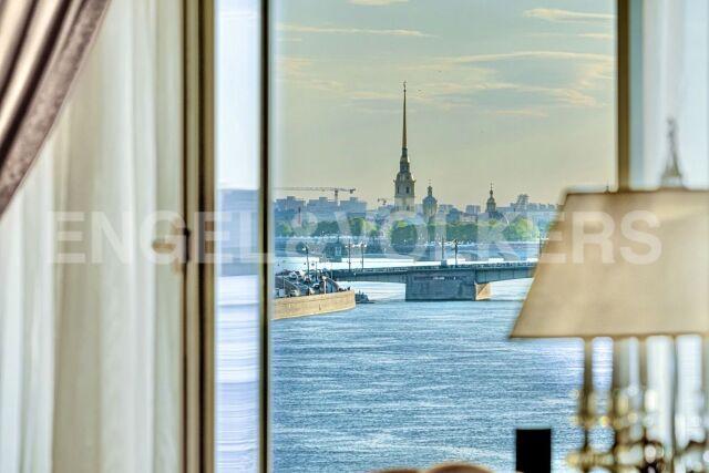 Воскресенская наб., 4 – изысканная неоклассика с панорамой исторического Петербурга