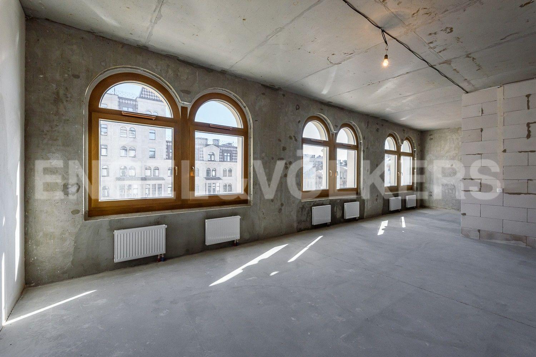 Элитные квартиры в Центральном районе. Санкт-Петербург, Басков пер., д. 2. Солнечная гостиная