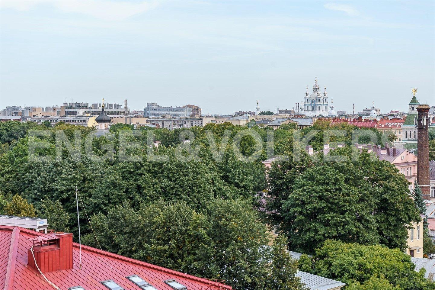 Элитные квартиры в Центральном районе. Санкт-Петербург, Парадная ул., д. 3, к. 2. Вид на парк и Смольный